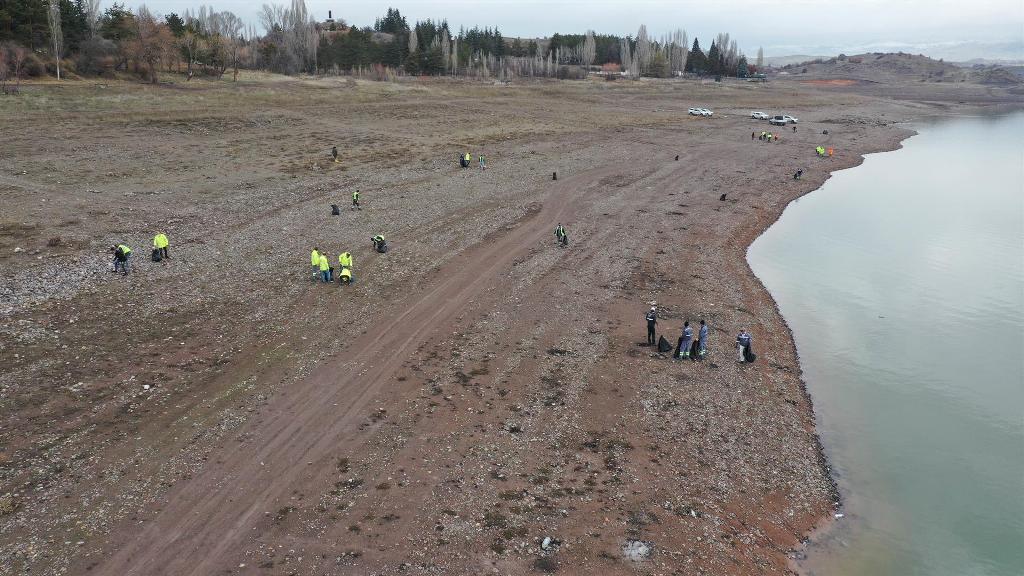 ASKİ'den Baraj ve Gölleri Çöplerden Temizleme Atağı