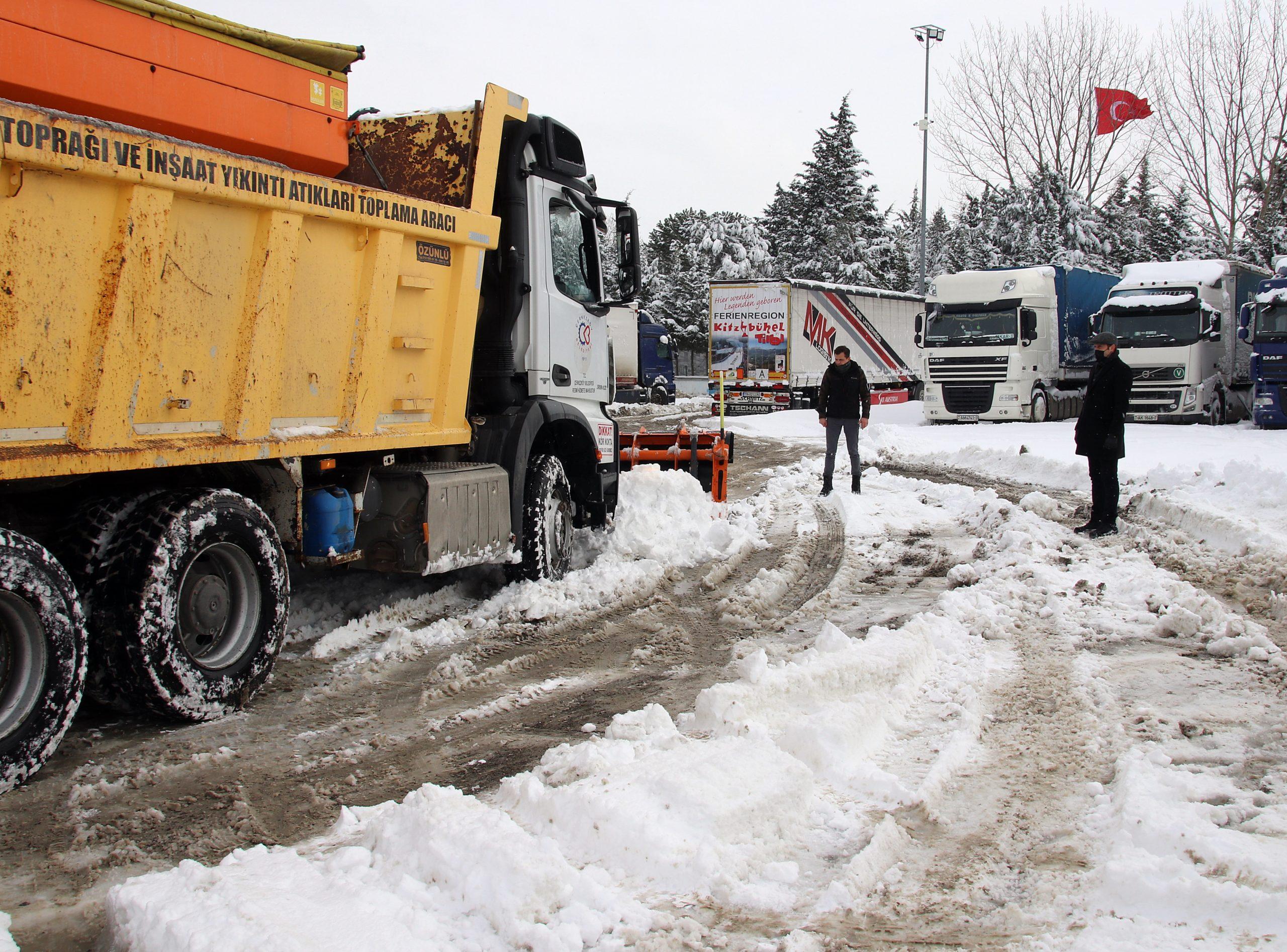 Çerkezköy'de Kar Küreme, Solüsyon ve Tuzlama Çalışmaları Devam Ediyor