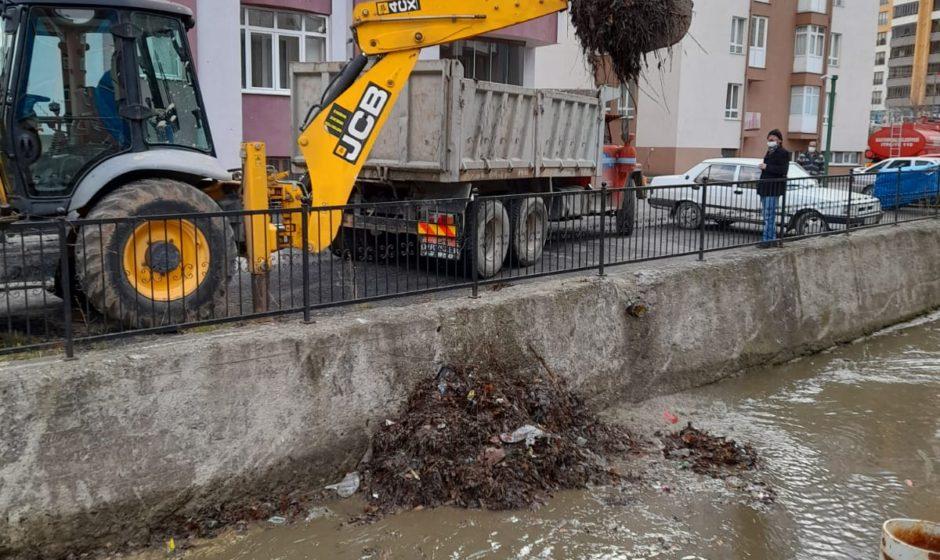 Kastamonu'da Dere Temizlik Çalışmaları Sürüyor