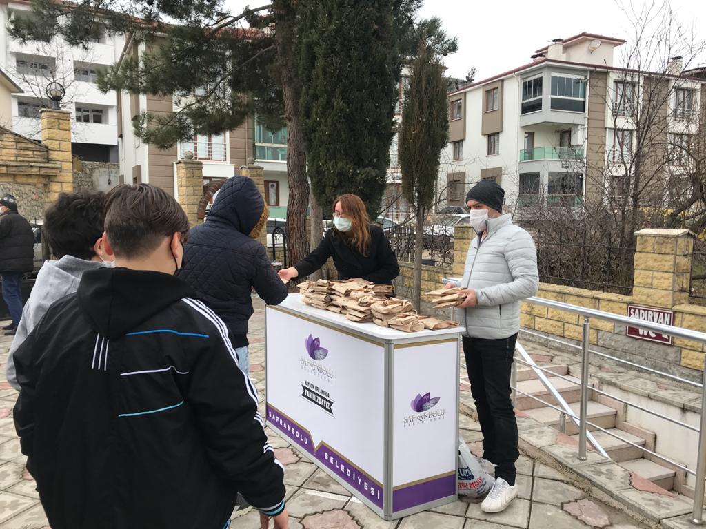 Safranbolu Belediyesi Şehitler İçin Simit İkramında Bulundu