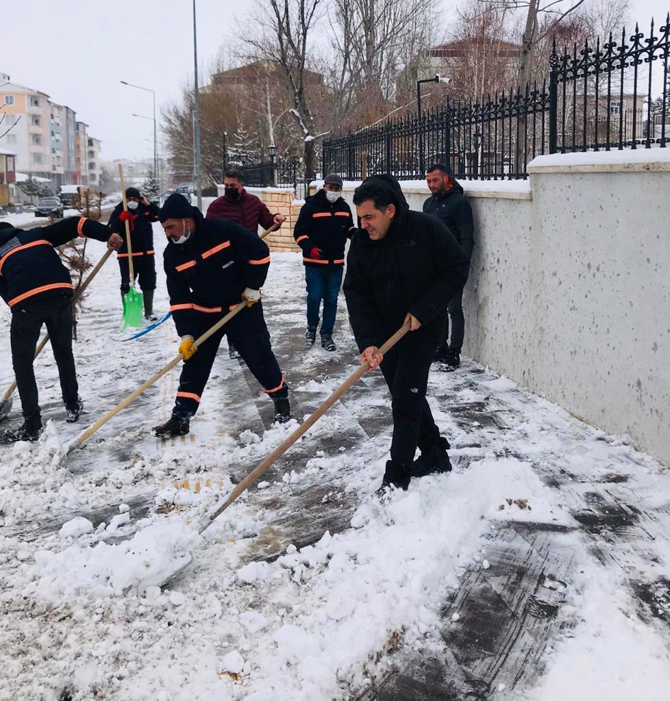Ardahan'da Başkan Karla Mücadele Ekiplerine Eşlik Etti