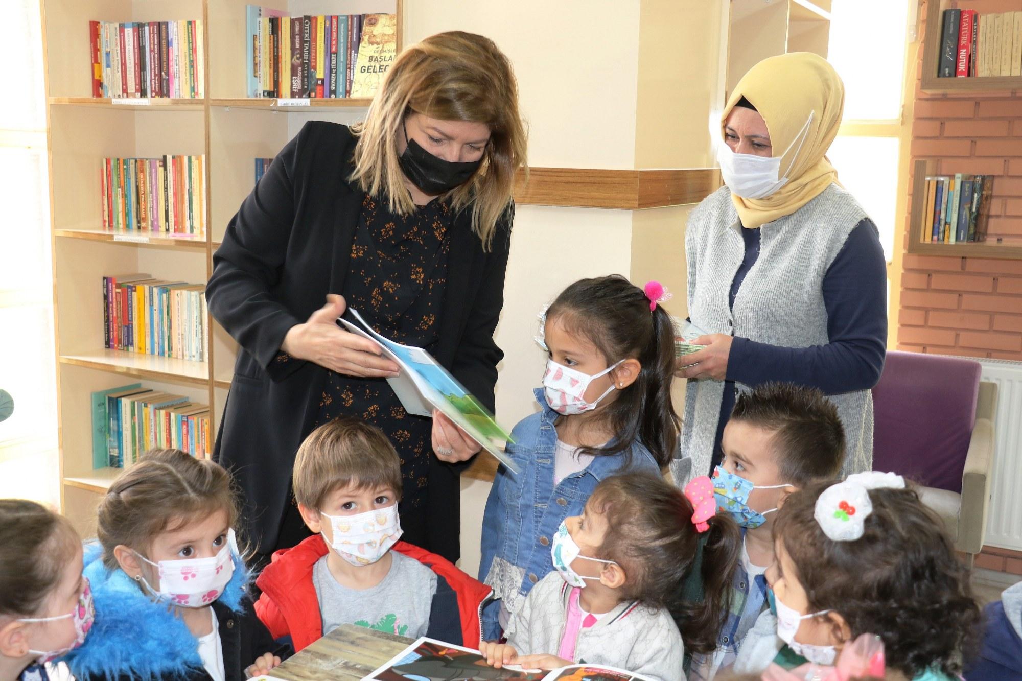 Yunusemre'de Miniklere Kitap Sevgisi Aşılanıyor