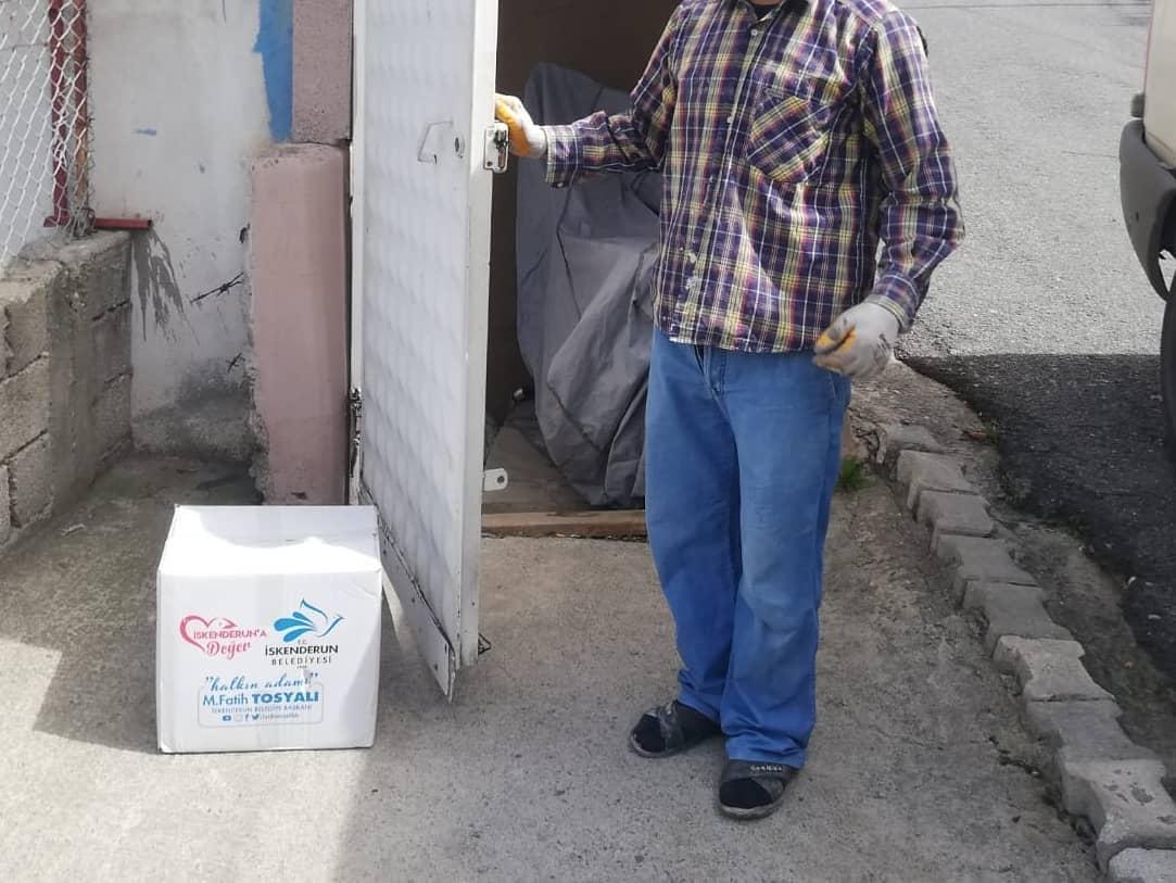 İskenderun'da Gıda Paketi Yardımları Devam Ediyor