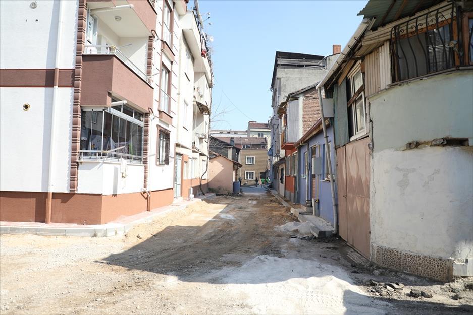İnegöl'de Çıkmaz Aralıklar Modern Sokaklara Dönüşüyor