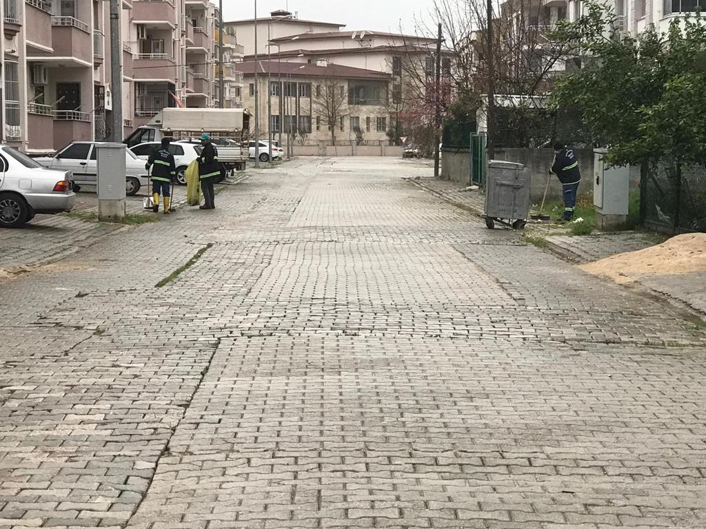 Adana Ceyhan'da Temizlik İşleri Ekipleri Çalışmalarını Sürdürüyor