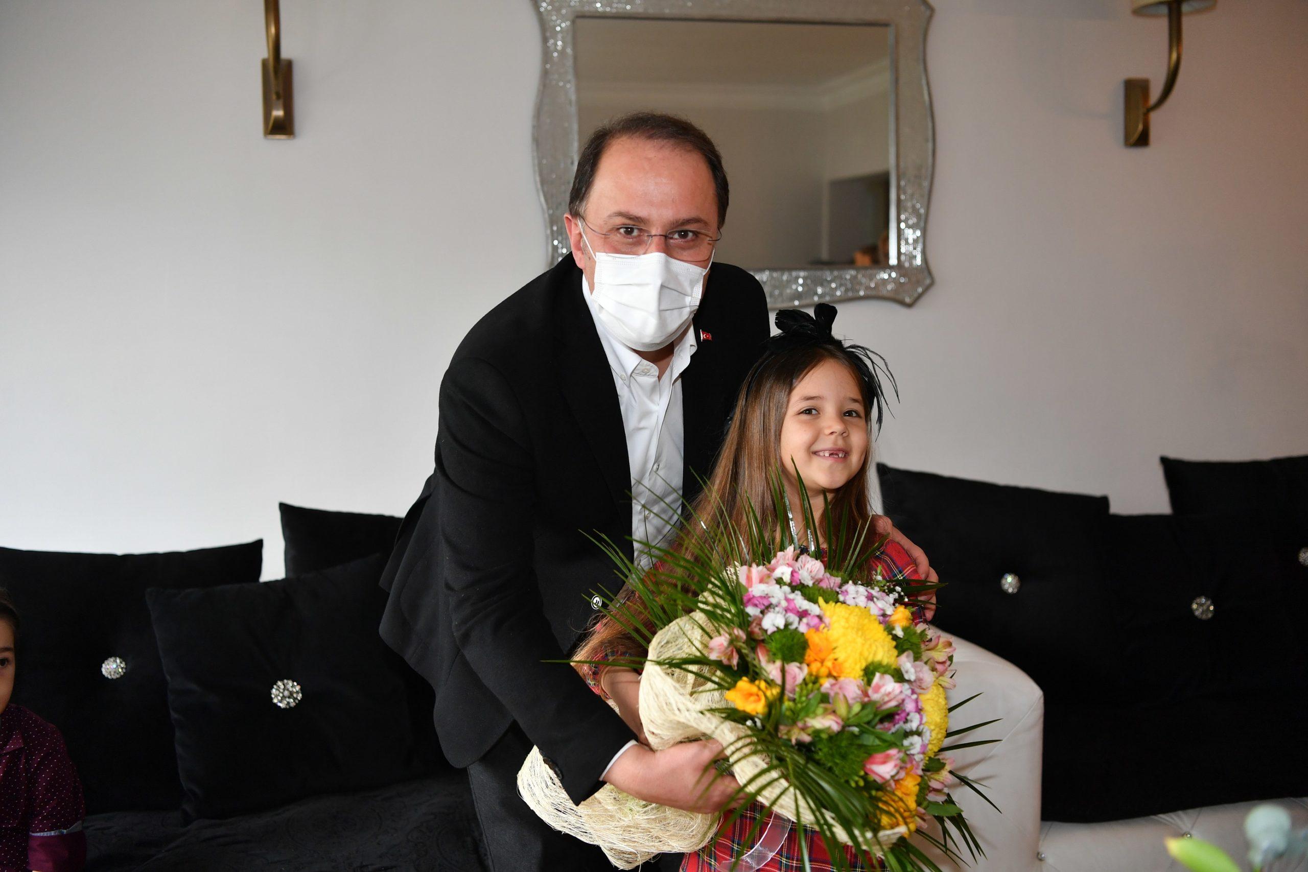 Beylikdüzü Belediye Başkanı, İstiklal Marşı Okuma Birincisini Ziyaret Etti