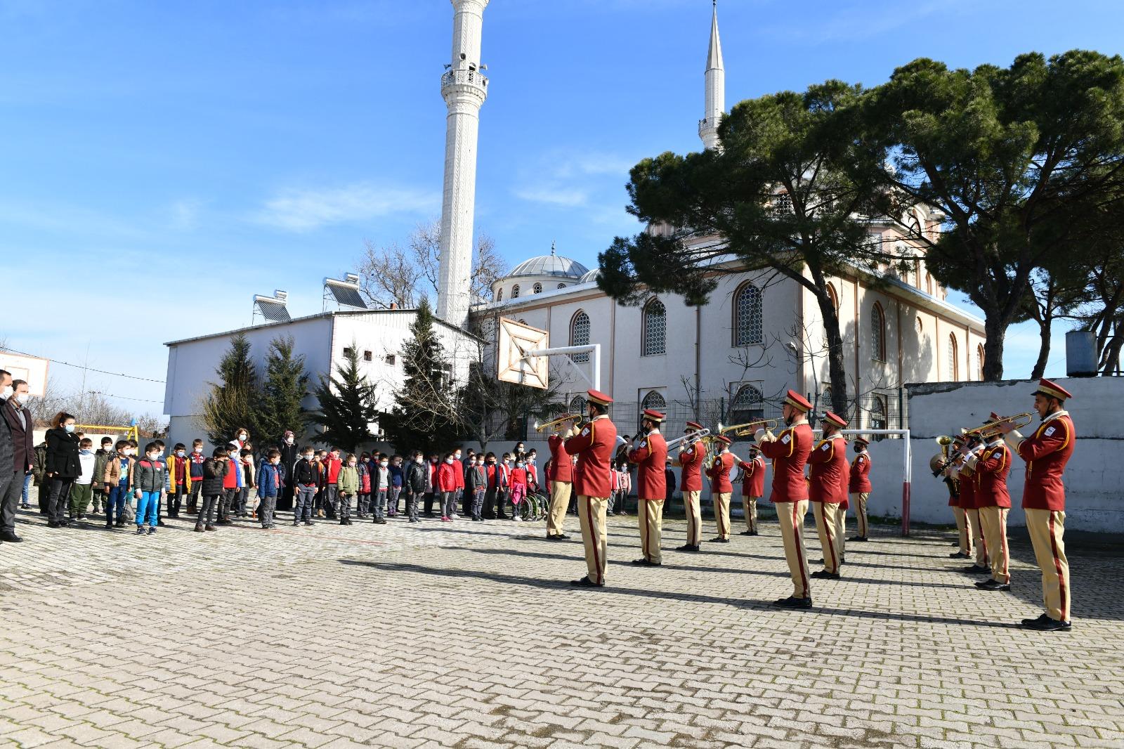 Mustafakemalpaşa'da Öğrencilere Moral Konseri