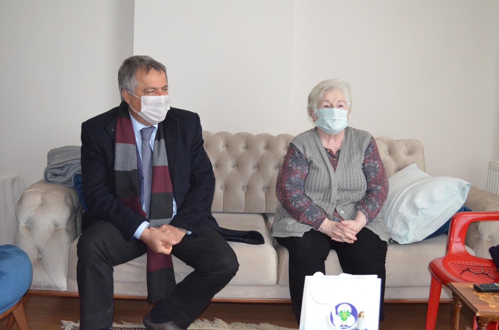 Ahmetli Belediye Başkanı Alhan, Yaşlıları Unutmadı