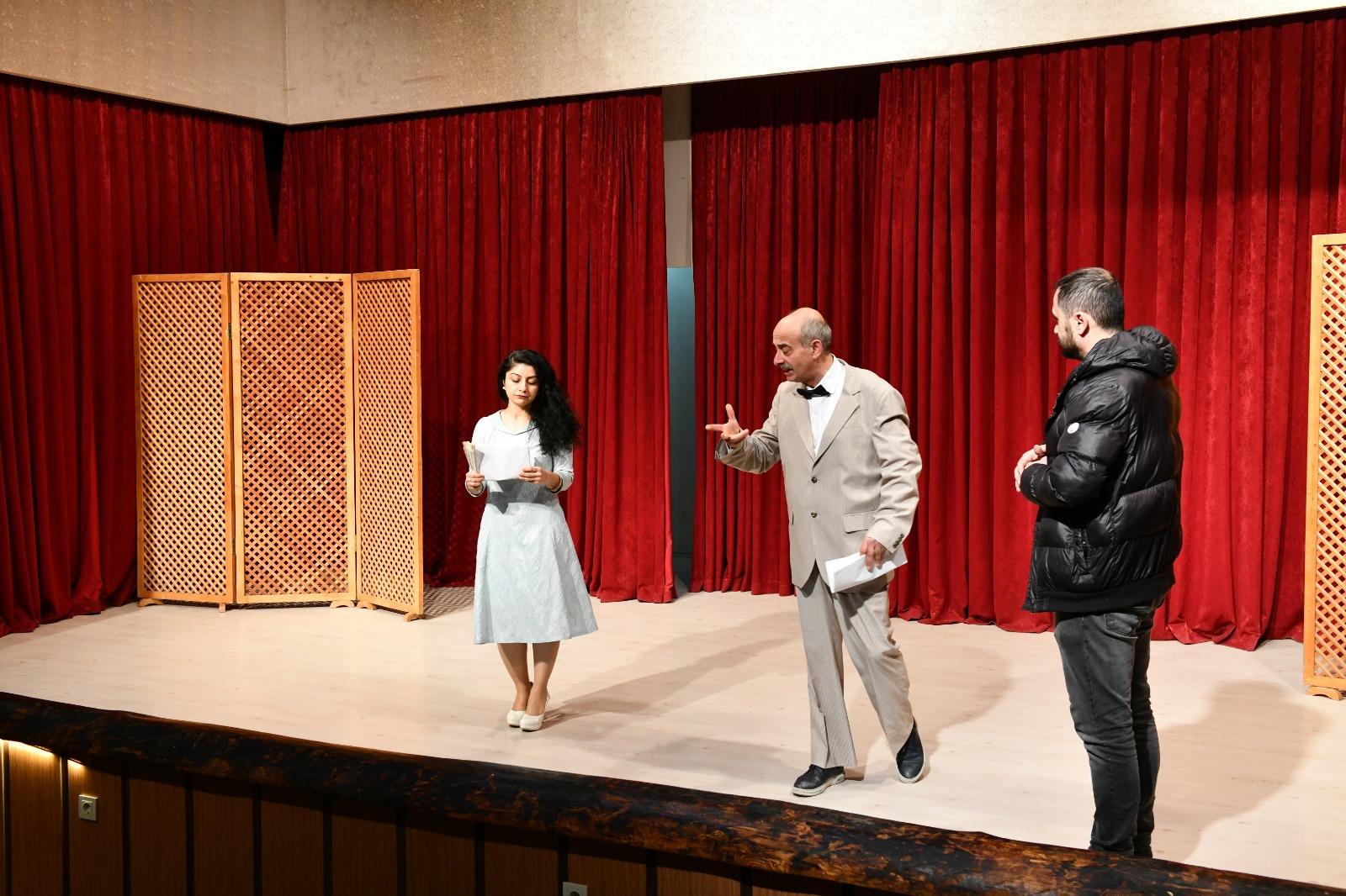 Başkan Kanar, Tiyatro Gününde Sahneye Çıktı