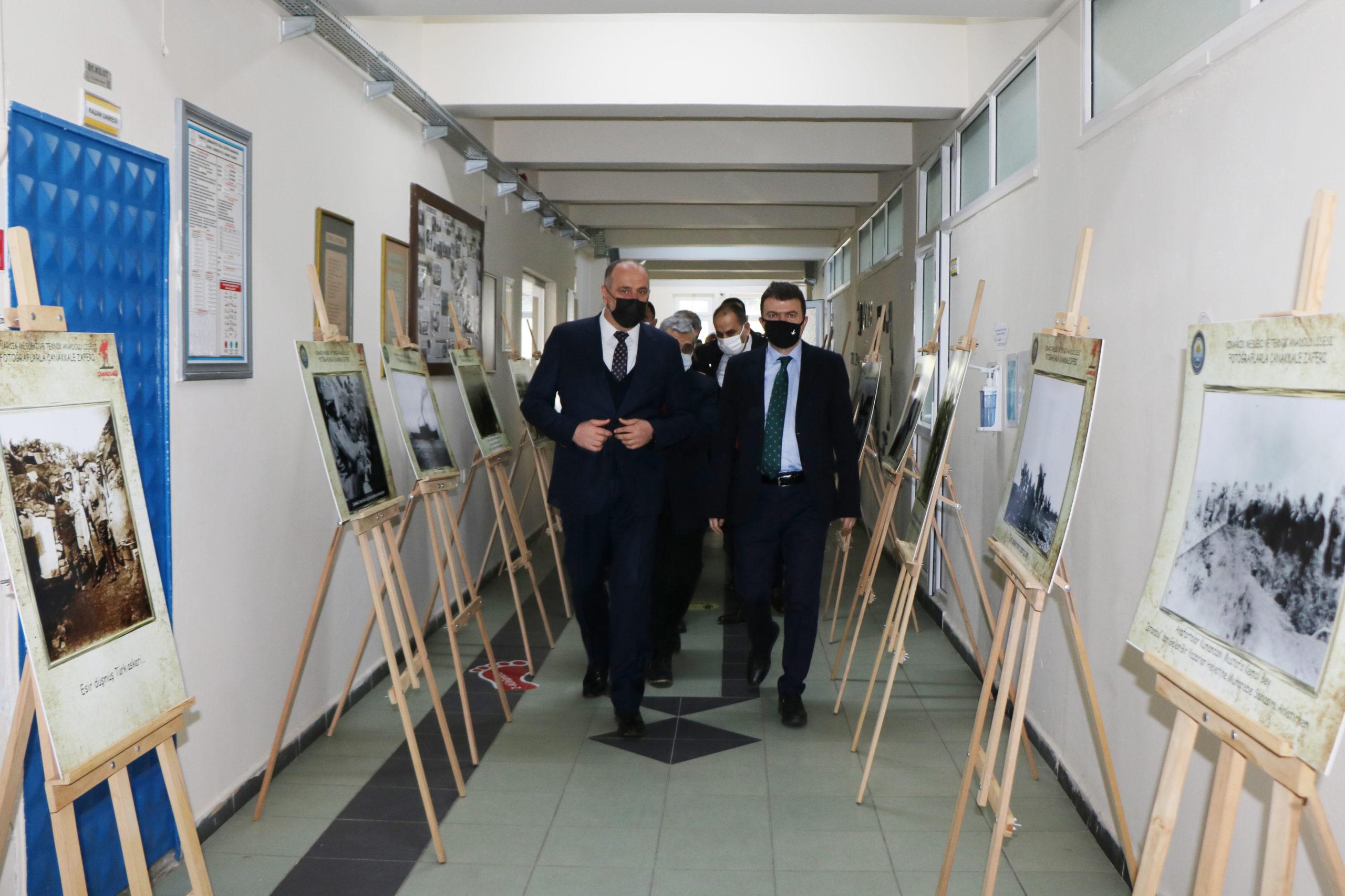Çınarcık'ta '106. Yılında Fotoğraflarla Çanakkale Sergisi' Açıldı