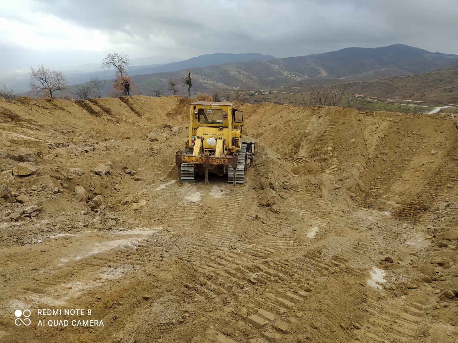 Kula Çarıkmahmutlu'da Hayvan İçme Suyu Göleti Yapılıyor