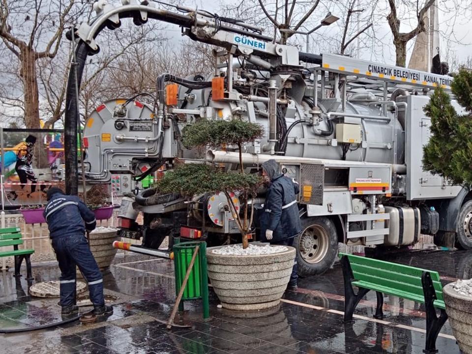 Çınarcık'ta Kanalizasyon Temizlik Çalışması Devam Ediyor