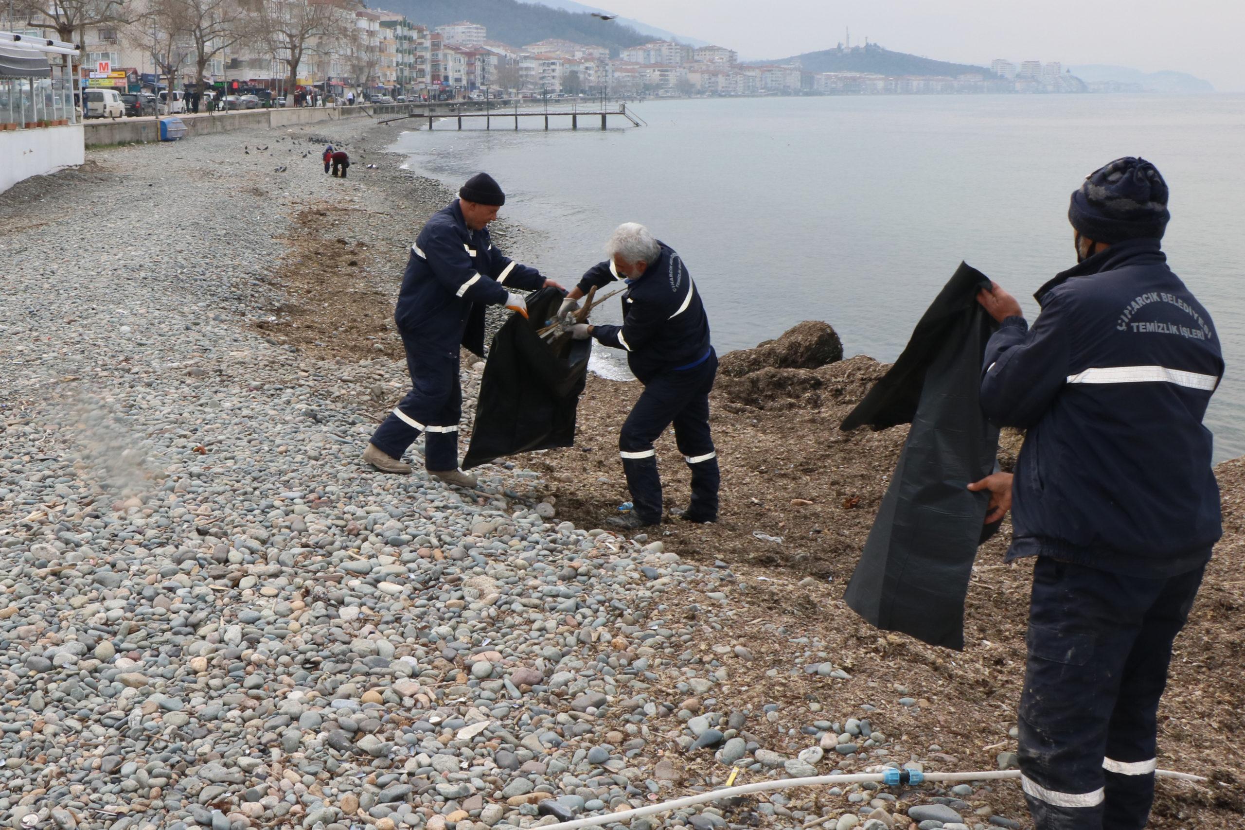 Çınarcık'ta Hafta Sonu Sahil Temizliği Yapıldı