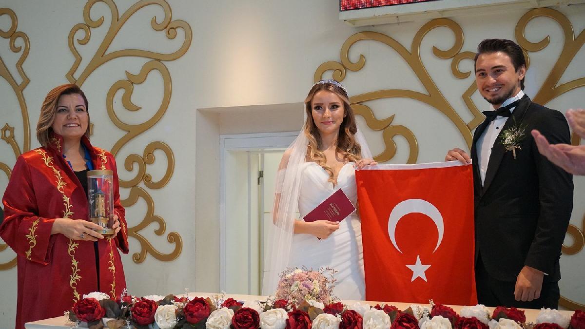 İzmit Belediyesi Ücretsiz Evlendirmeyle Yeni Çiftlere Katkı Sağlıyor