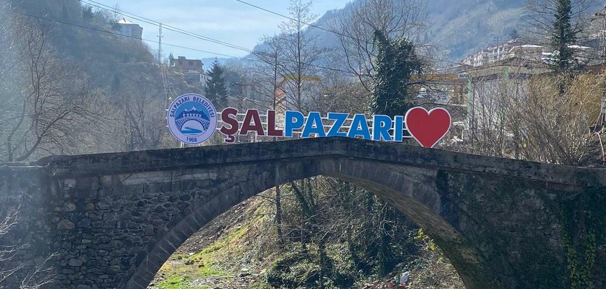 Trabzon'un Şalpazarı İlçesi Bordo – Mavi Oldu!