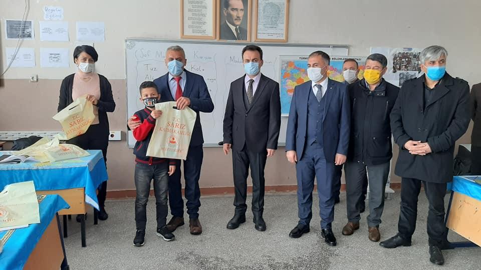 Sarız'da Eğitime Destek: 'Sosyal Alandan Uzaklaş; Kitap, Pandemide En İyi Arkadaş'