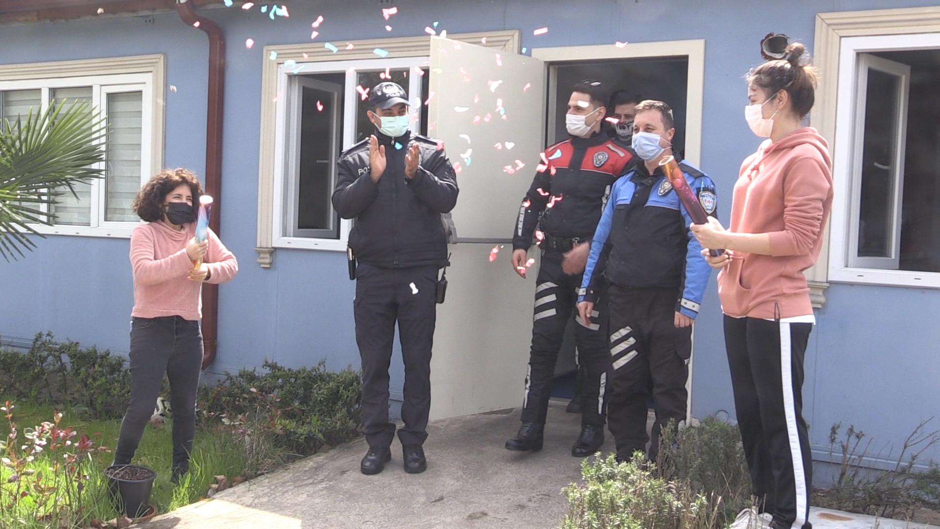 Kocaeli'de Özel Çocuklardan Polis Abilerine Özel Kutlama