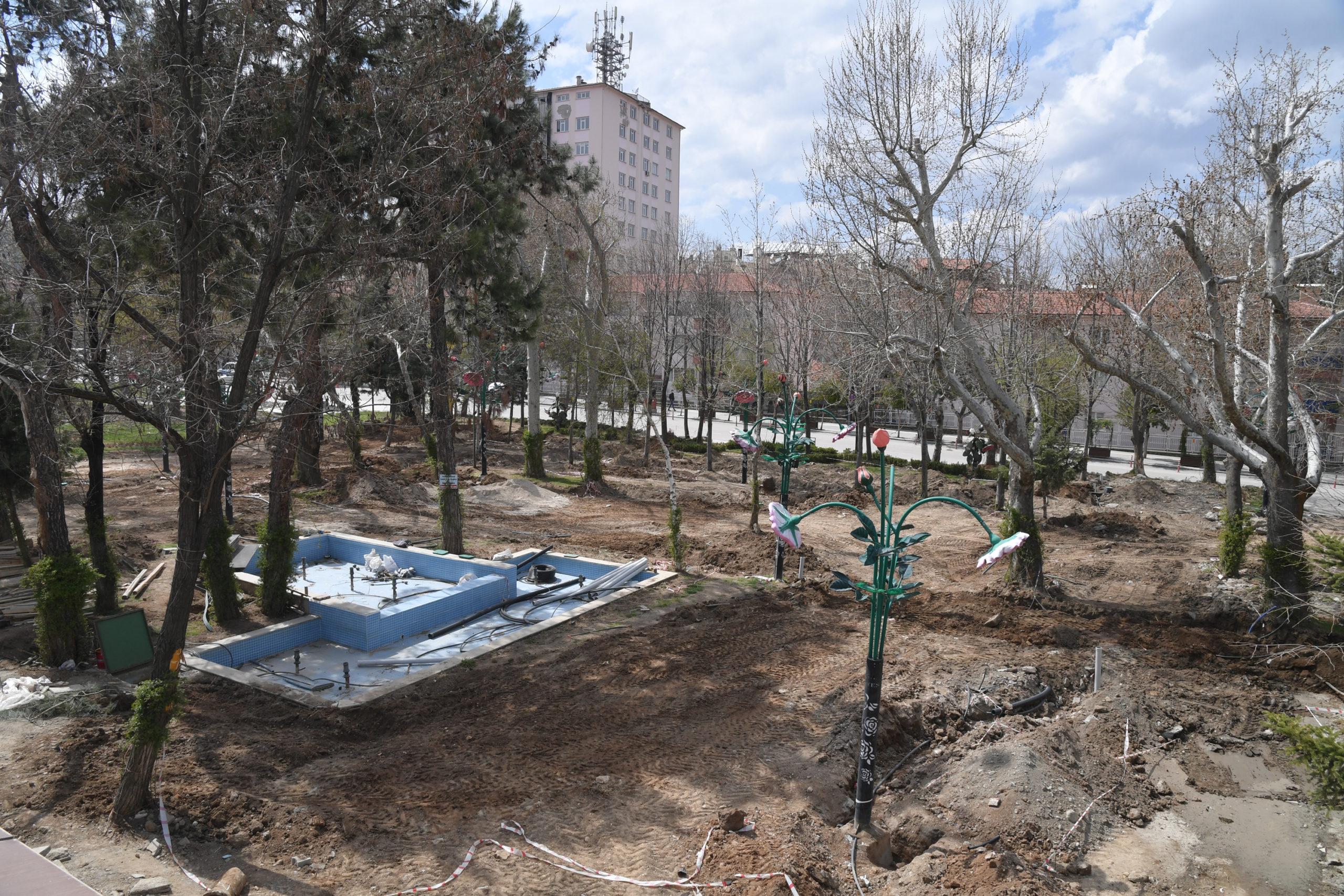 Isparta'da Atatürk Parkı Yenileniyor