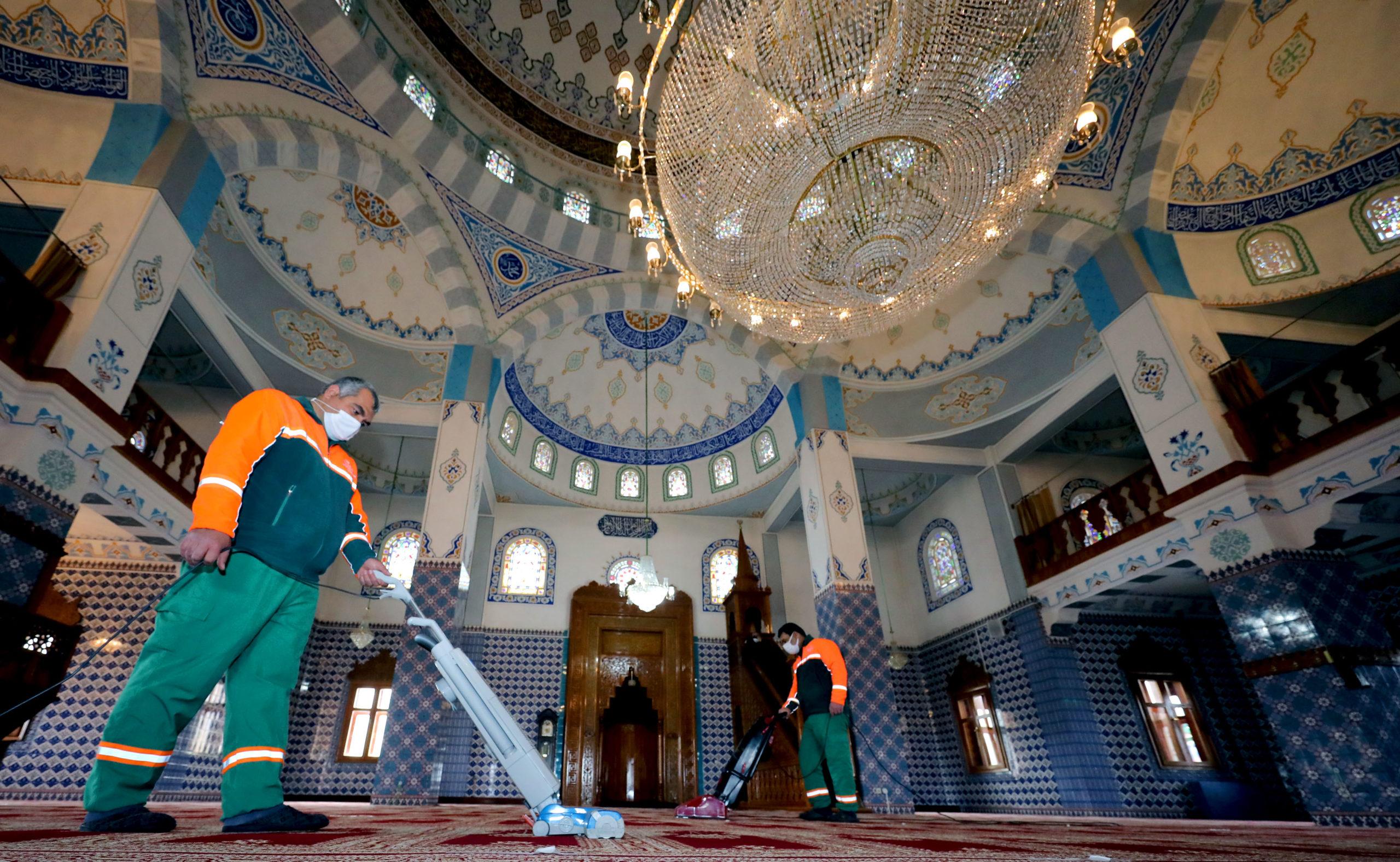 Çankaya'da Camilere Ramazan Ayı Temizliği