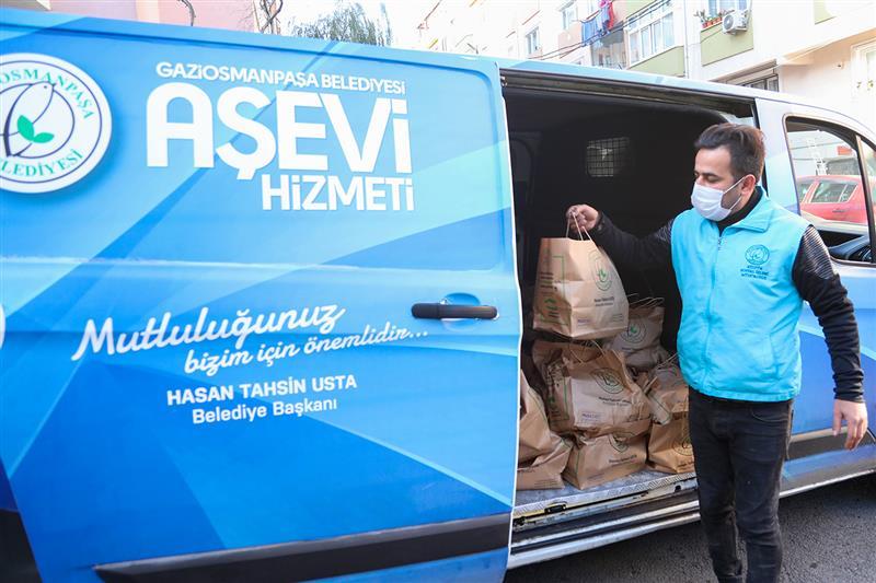Gaziosmanpaşa'da Erzak Kolisi Dağıtımı Yapılıyor