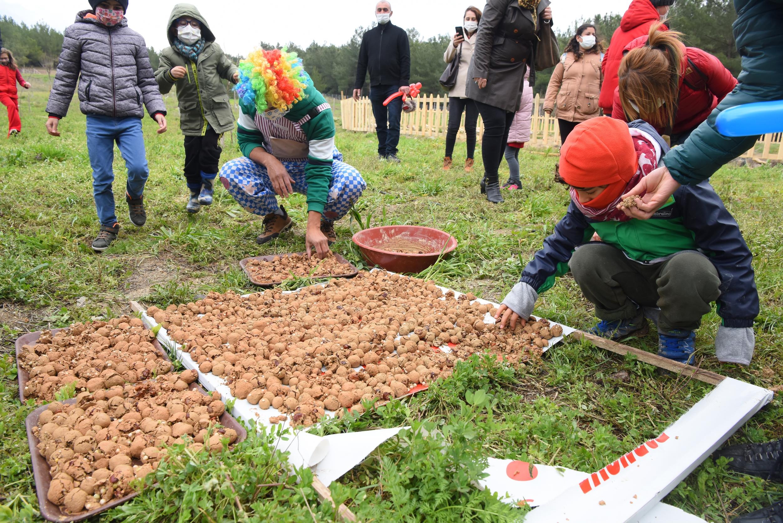 Bornova'da Otizmli Minikler Doğal Tarımla Tanıştı