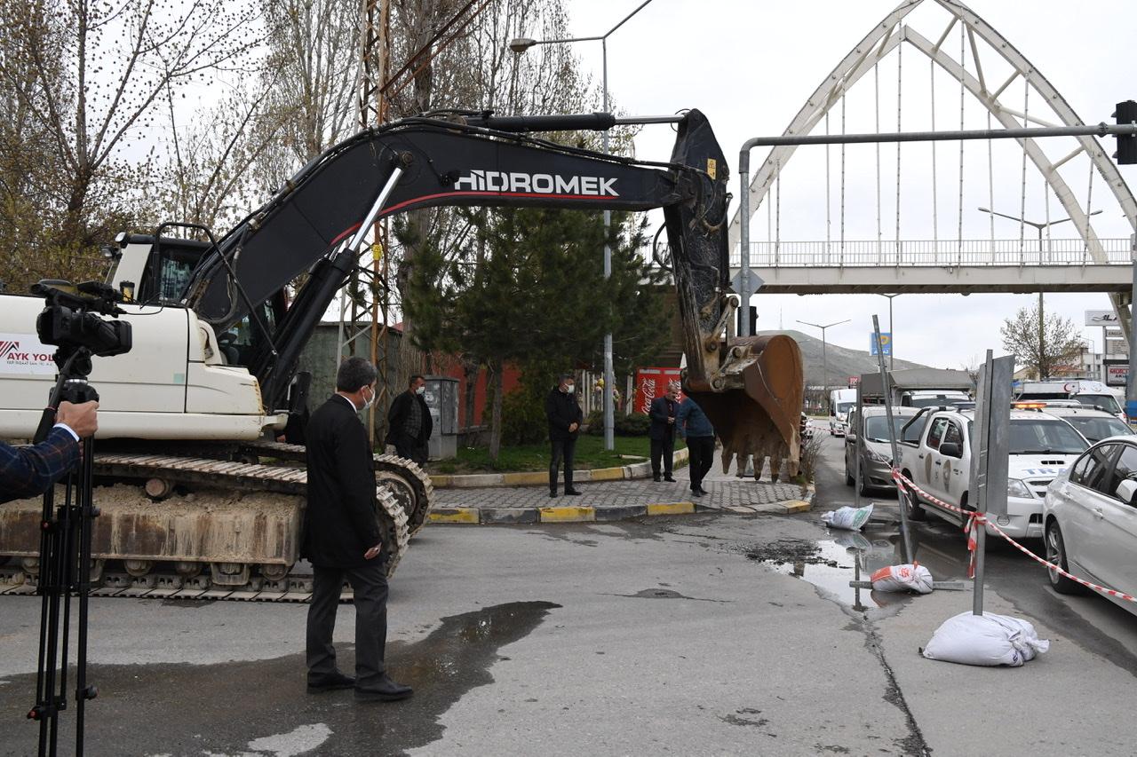 Muş Cumhuriyet Caddesi'nde Üst Yapı Yenileniyor