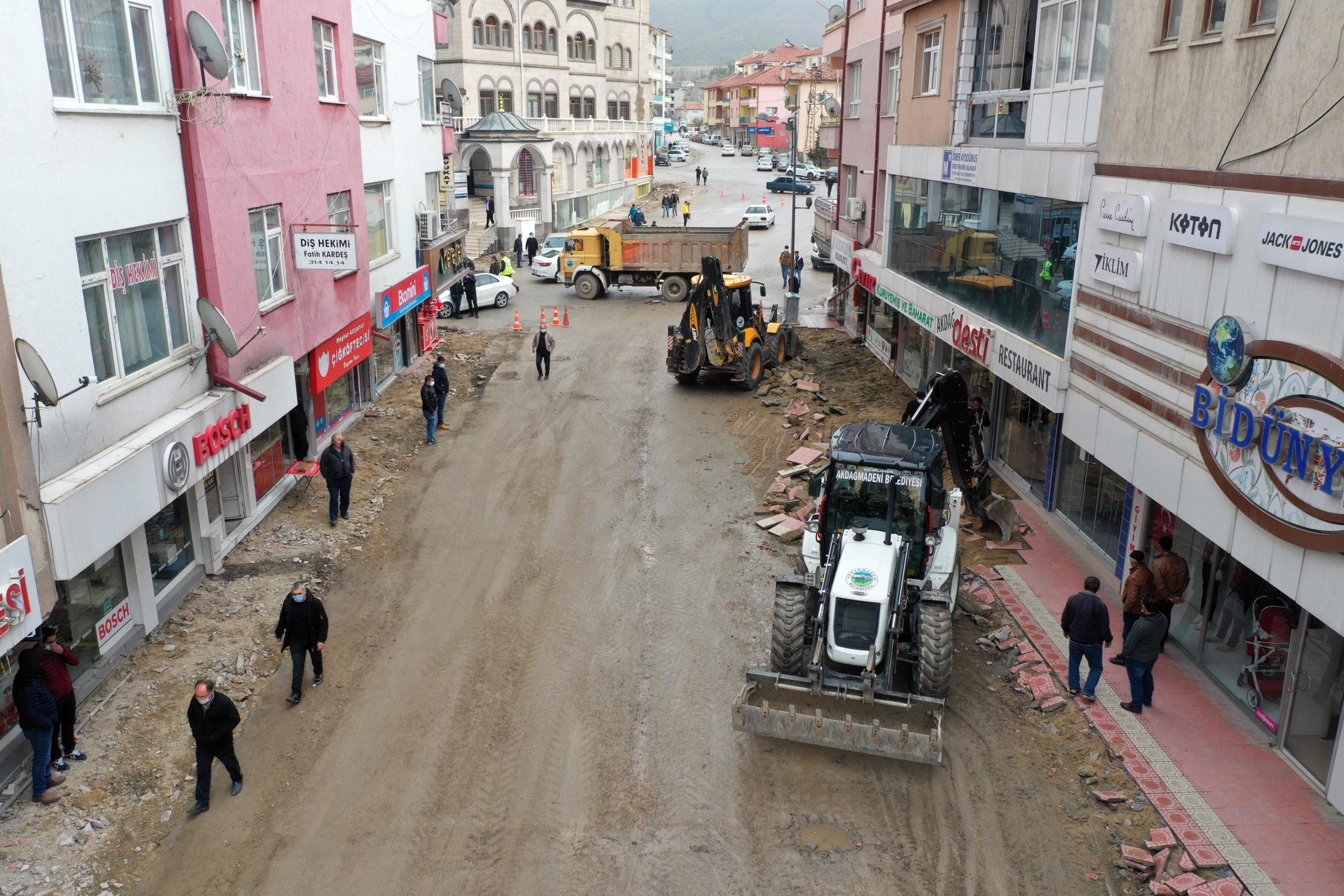 Akdağmadeni İstiklal Caddesinde Büyük Dönüşüm Başlıyor
