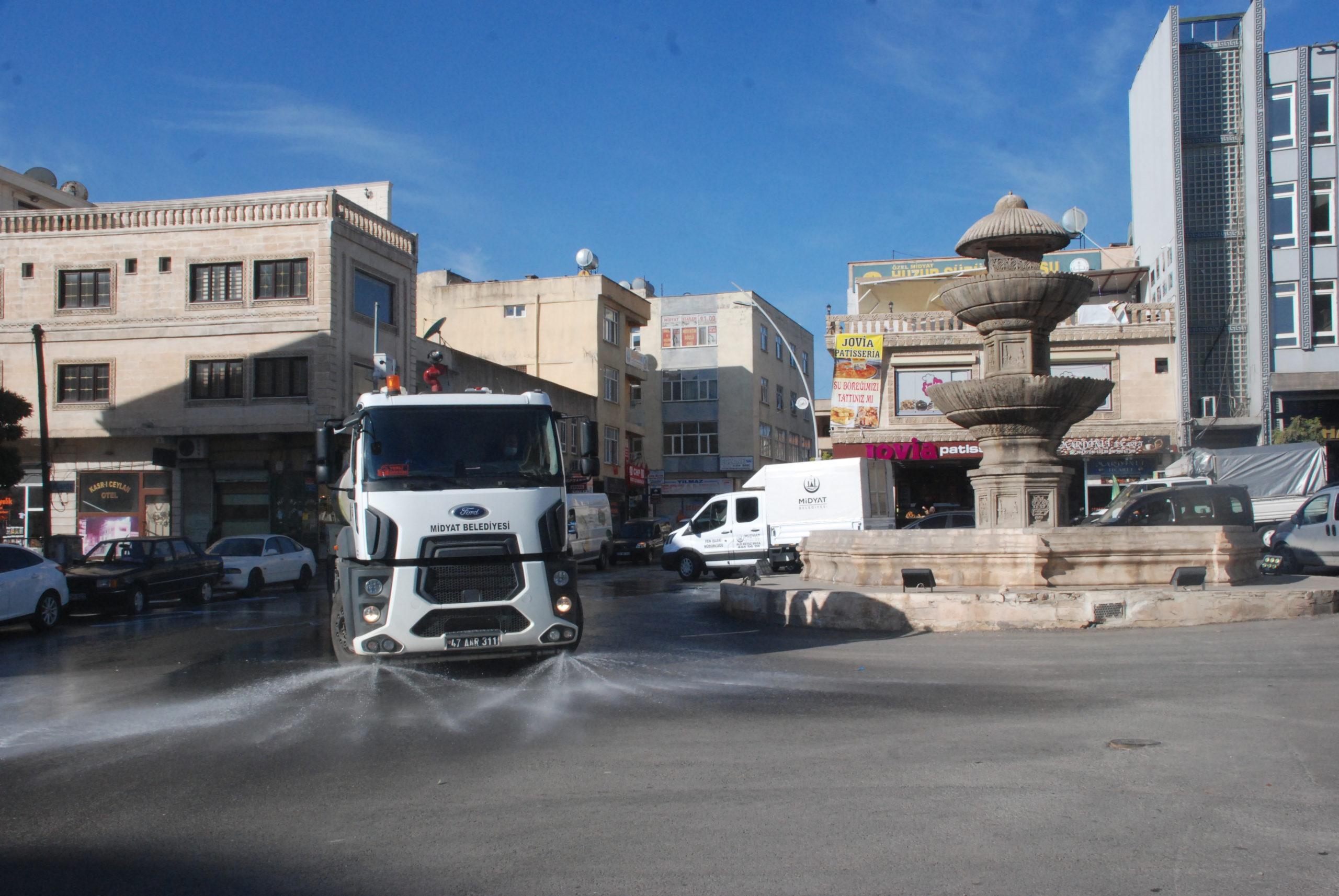 Midyat'ta Cadde ve Sokaklar Korona Virüse Karşı Temizleniyor