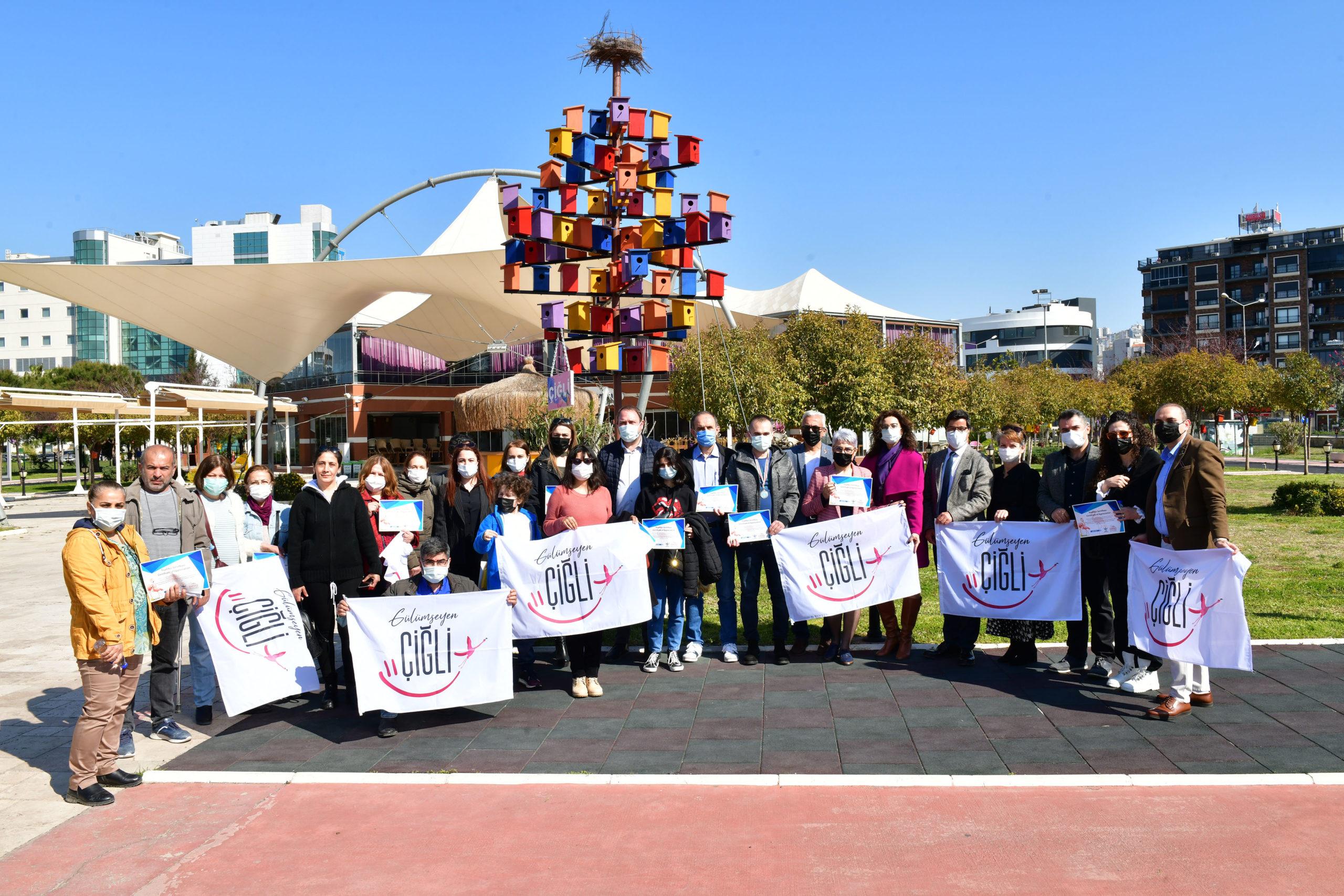 Çiğli Belediye Başkanı AIESEC'li Gençlere Evini Açan Ailelerle Buluştu