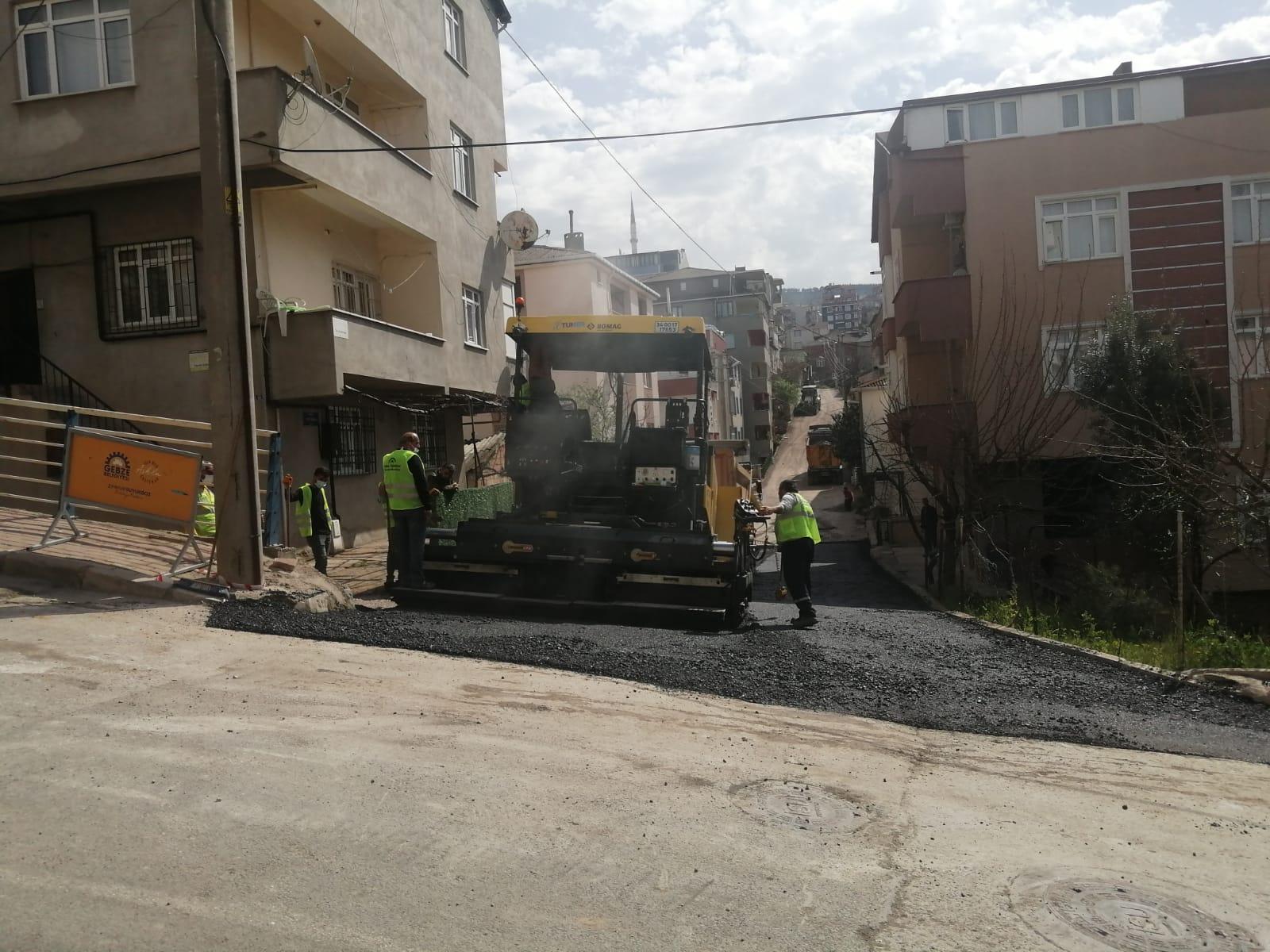Gebze'de Sıcak Asfalt Çalışmaları Devam Ediyor
