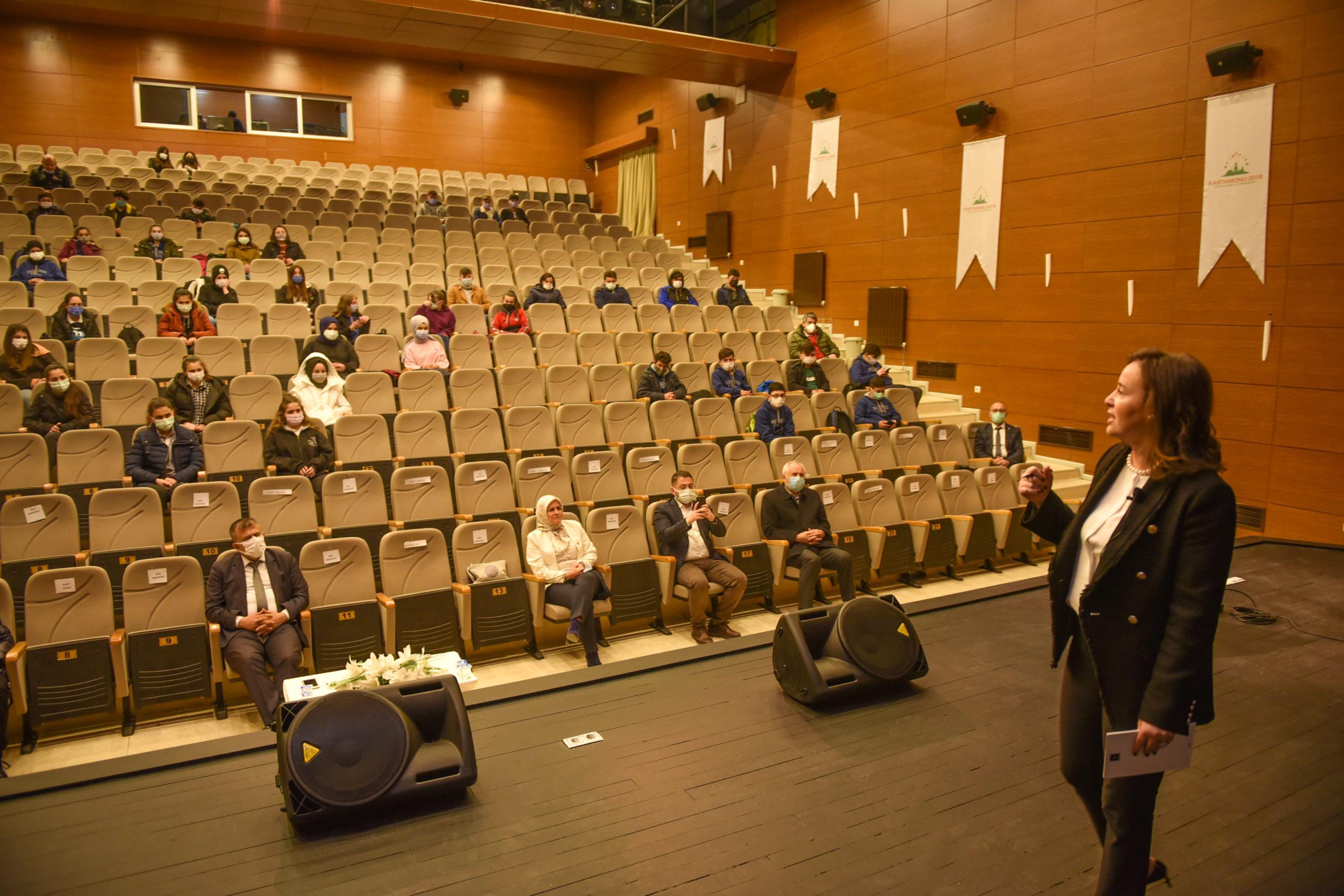 Dünya Eko A.Ş. CEO'su Burcu Kösem, Taşköprülü Öğrenciler ile Bir Araya Geldi