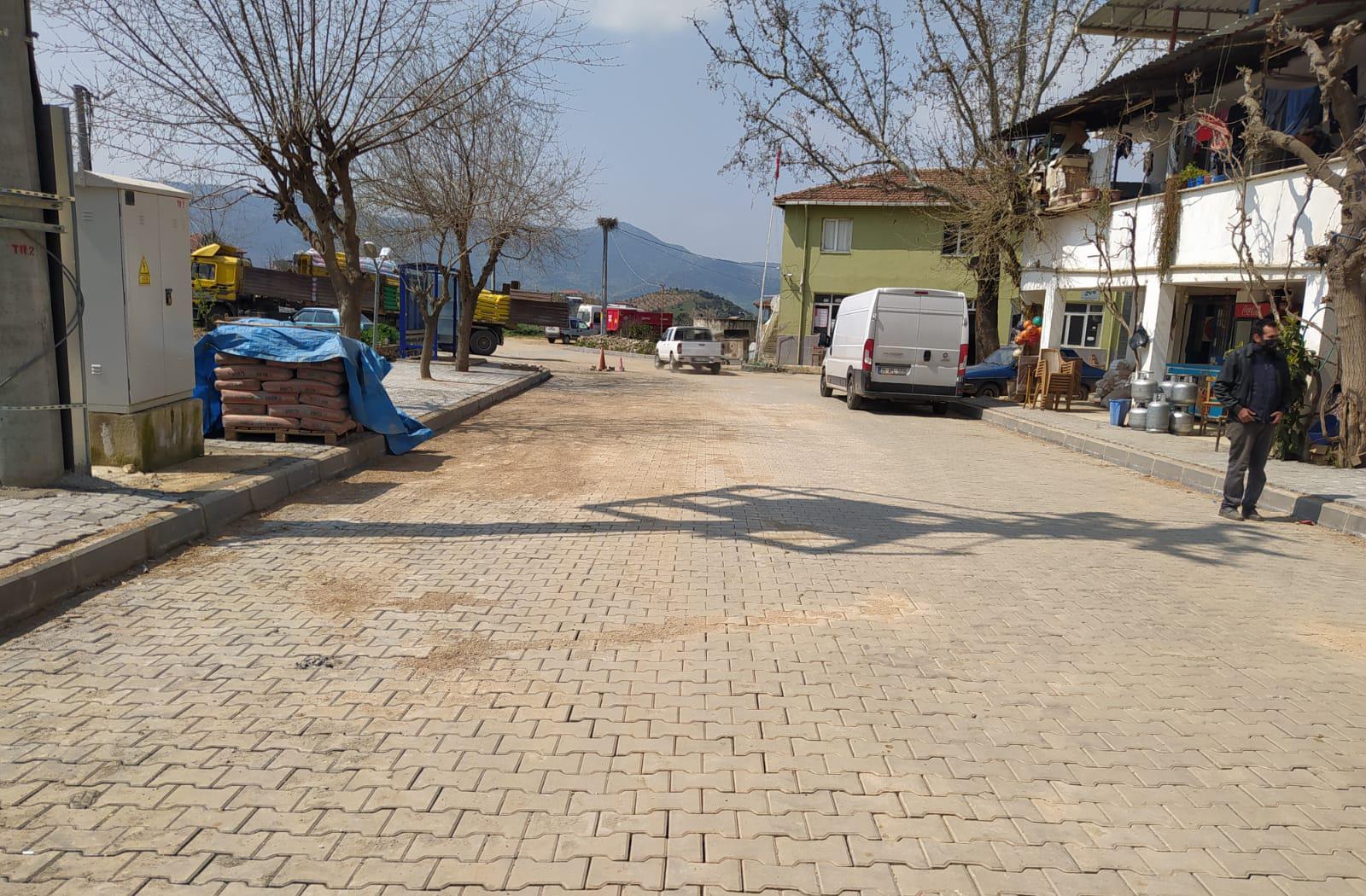 Beydağ'da Kırsal Mahallelere Kilit Parke Taşı Döşeniyor