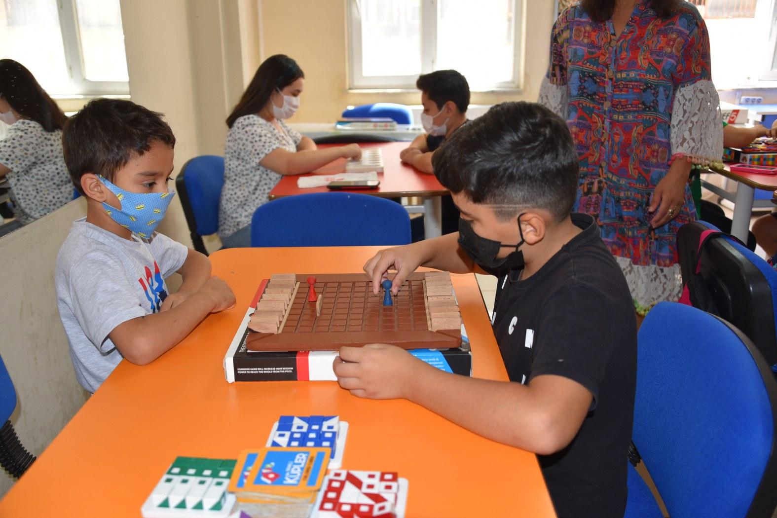 Yunusemre Belediyesi Meslek Edindirme Kursları'nda Çocuklar Eğlenerek Öğreniyor