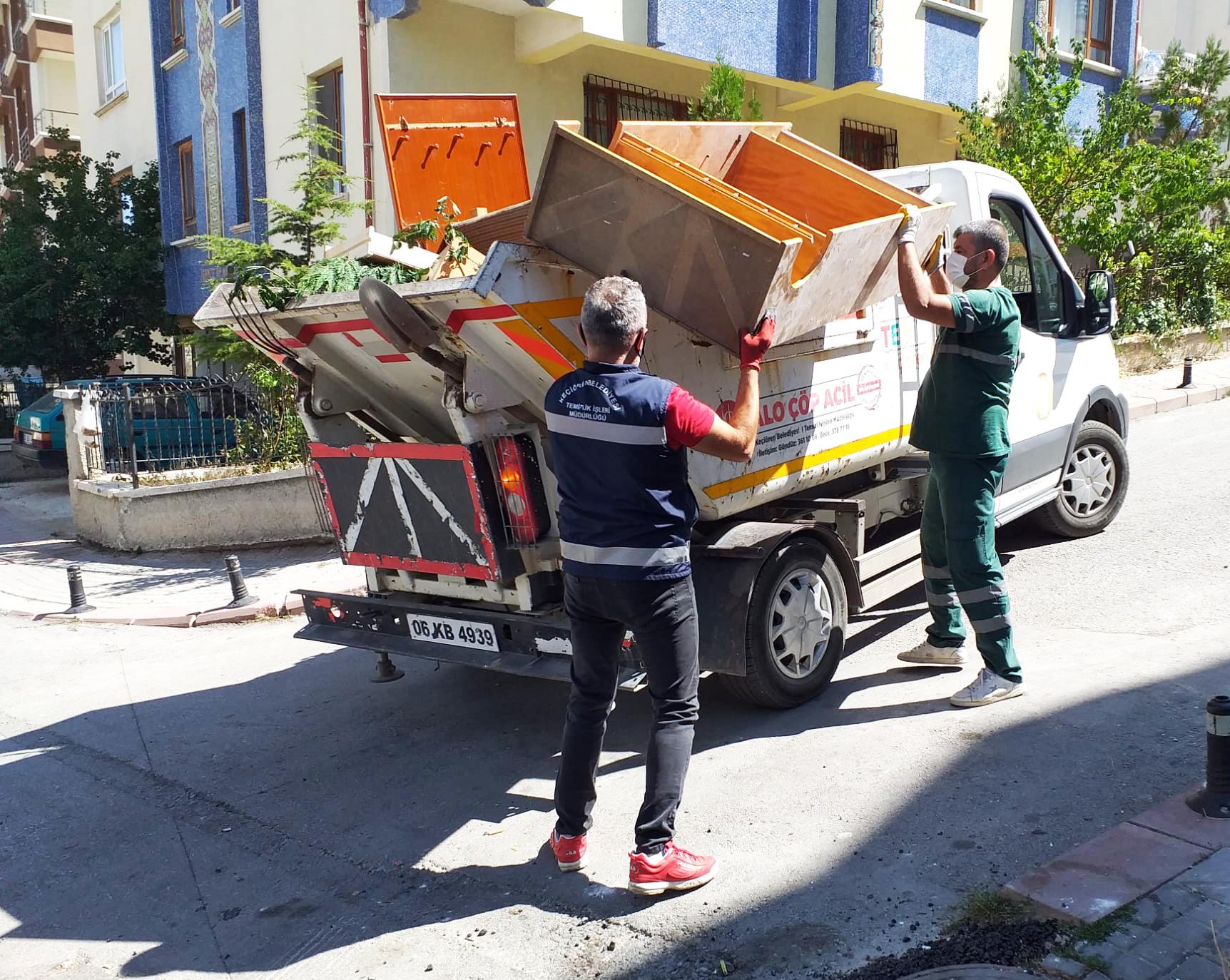 Keçiören Belediyesi'nin Hizmet Verdiği 'Alo Çöp Acil' Hizmette