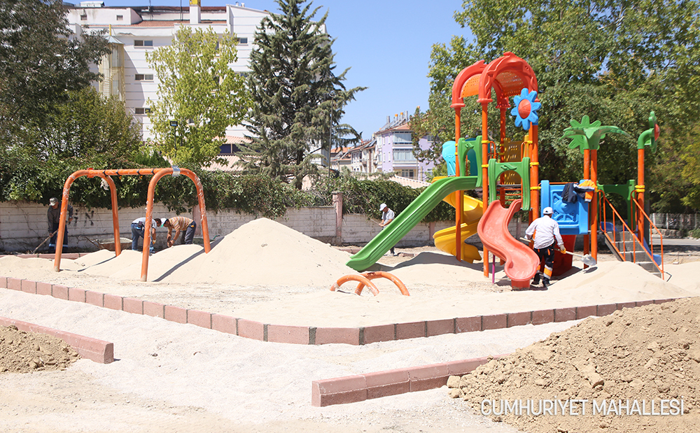 Karaman Belediyesi, Yeşil Alan ve Park Çalışmalarına Devam Ediyor