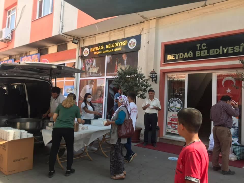 Beydağ Belediyesi Vatandaşlara Aşure İkram Etti