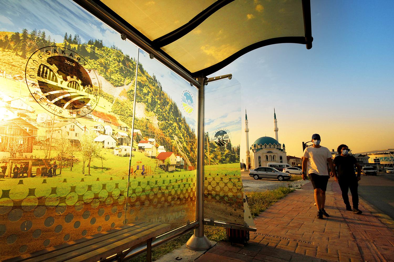 Sakarya Büyükşehir, Şehrin Doğal Güzelliklerini Otobüs Duraklarında Sergiledi