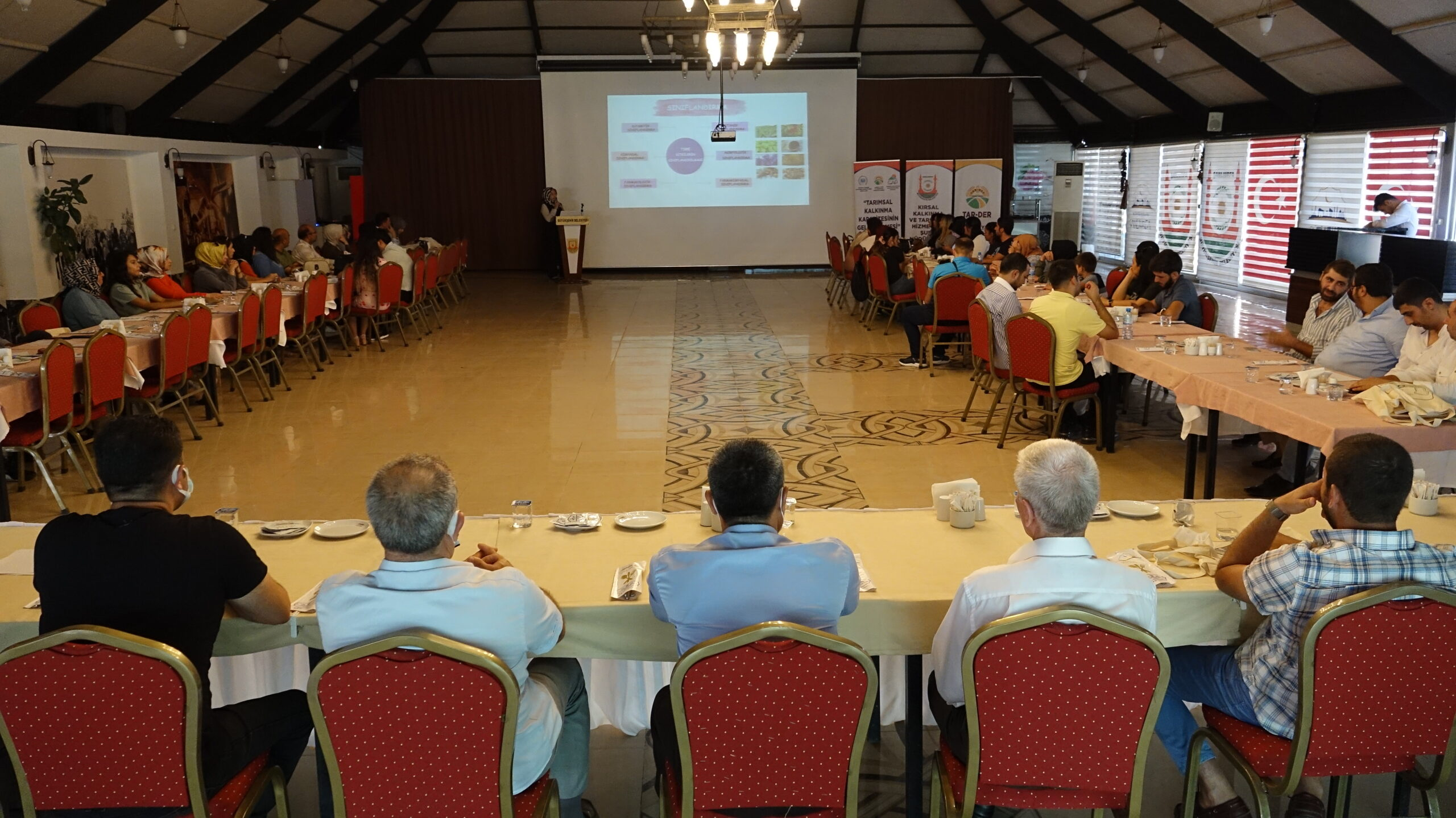 Şanlıurfa Büyükşehir'den Çiftçilere Tıbbi ve Aromatik Bitki Yetiştiriciliği Eğitimi