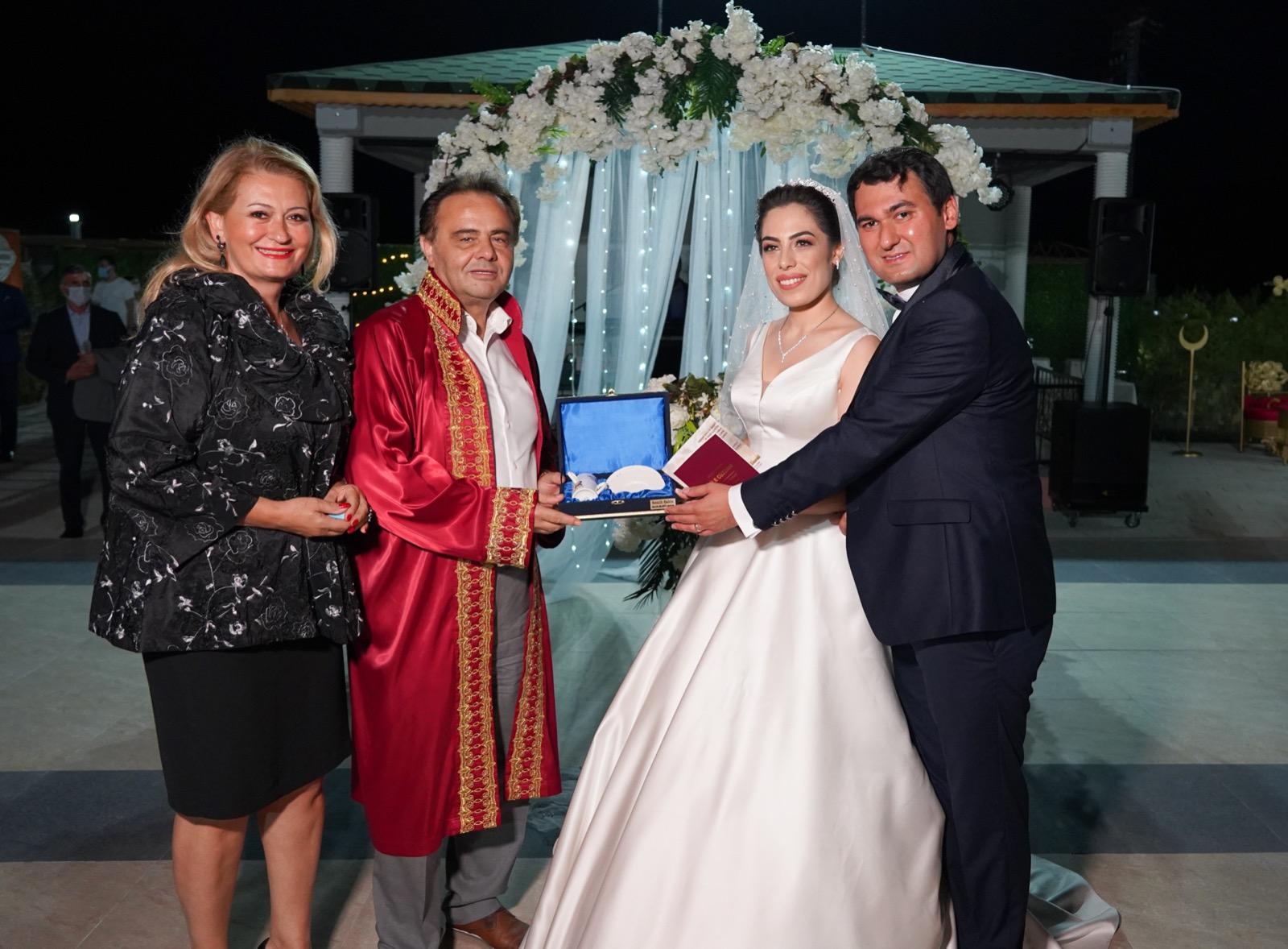 Bilecik Belediye Başkanı Şahin, Ailelerin Mutluluğunu Paylaşıyor