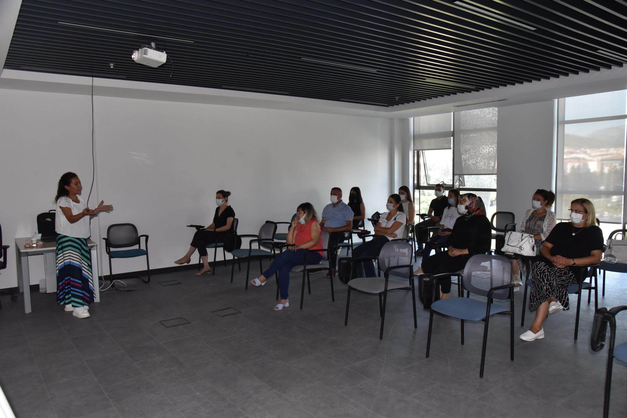 Manisa Büyükşehir Personeline, Protokol ve İletişim Eğitimi Verildi