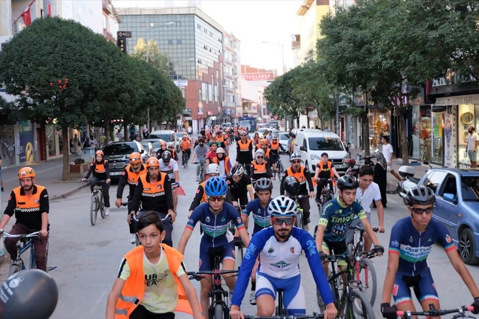 İnegöl Belediyesi ile İNDAK, Depreme Dikkat Çekmek İçin Pedal Bastılar