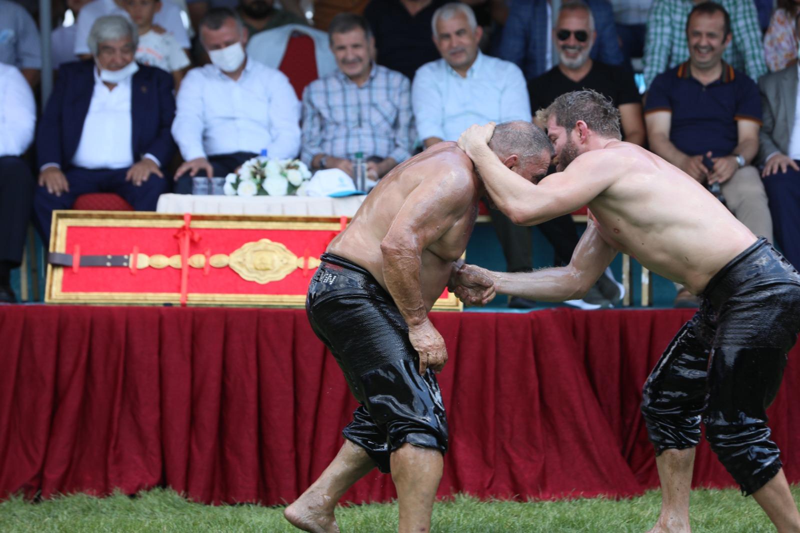 Kocaeli'de 13. Sekapark Altınkemer Yağlı Güreşleri Başladı