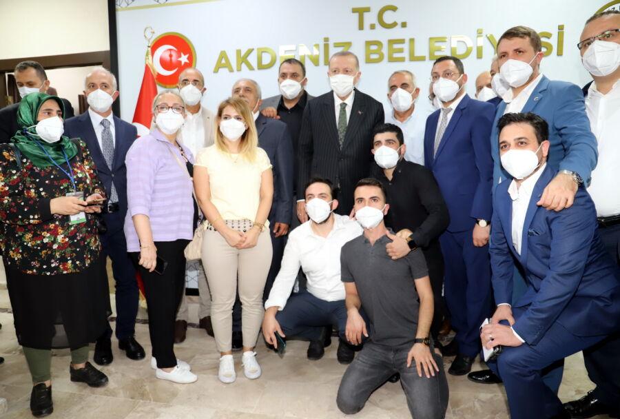 Cumhurbaşkanı Erdoğan, Akdeniz Belediyesi'ni Ziyaret Etti