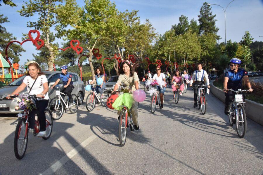 Bilecik'te Süslü Kadınlar Bisiklet Turu Renkli Görüntülerle Gerçekleşti