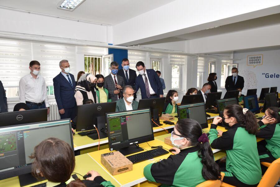 Bursa Büyükşehir Belediyesi'nce Eğitime 'Tekno' Destek Verildi