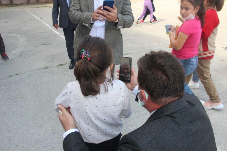 Ferizli Belediye Başkanı Gündoğdu, Ailesini Özleyen Çocuğu Babasıyla Görüştürdü